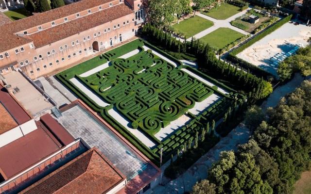 Abre al público por primera vez el laberinto dedicado a Borges en Venecia - El laberinto dedicado a José Luis Borges en la isla de San Giorgio, uno de los lugares más sugestivos de Venecia, ha abierto al público por primera vez en su totalidad y se podrán apreciar sus 3200 plantas de boj de noventa centímetros de altura. Foto de EFE/Fundación Cini /.