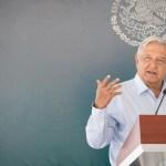 """Autos """"chocolate"""" serán regularizados, anuncia López Obrador"""