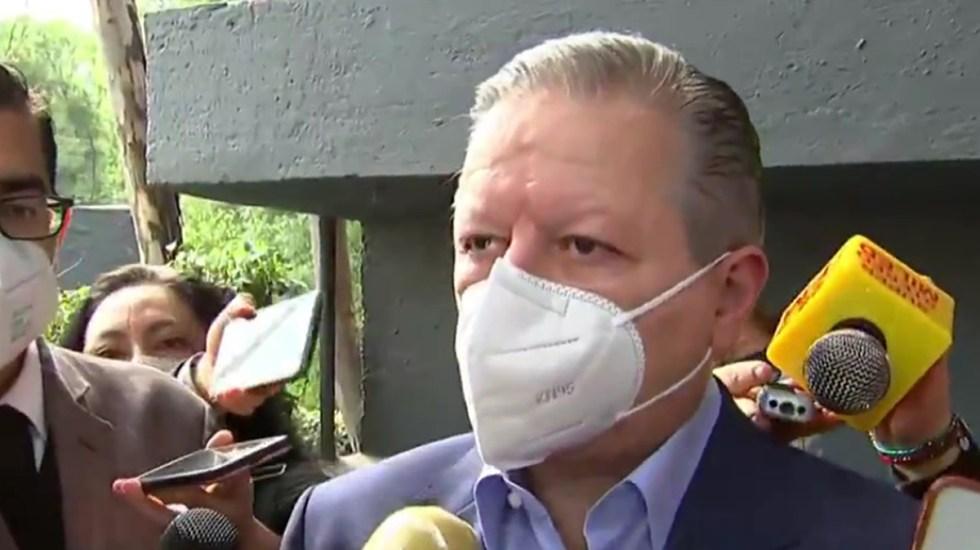 """Arturo Zaldívar confía en que """"México salga fortalecido"""" tras elecciones - Arturo Zaldívar en espera de emitir su voto. Captura de pantalla"""
