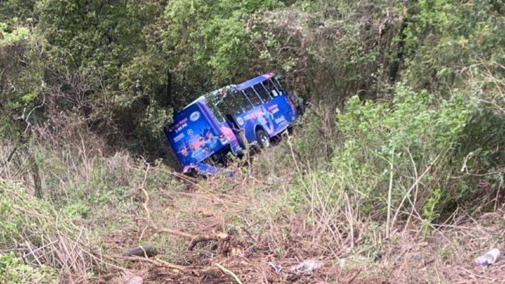 Desbarranca camión en Cuajimalpa; hay al menos 19 lesionados - camión barranco Cuajimalpa CDMX