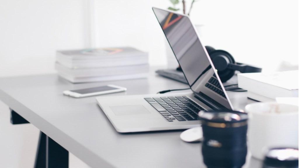 Empleo formal en México por alcanzar niveles previos a la pandemia: IMSS - IMSS Computadora trabajo empleo home office