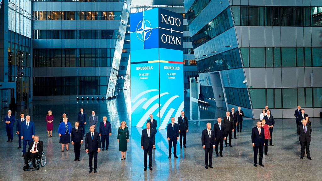 Comienza la cumbre de la OTAN que busca abrir nuevo capítulo de cooperación - Foto de familia de la cumbre de líderes de la OTAN que se celebra en Bruselas. Foto de EFE