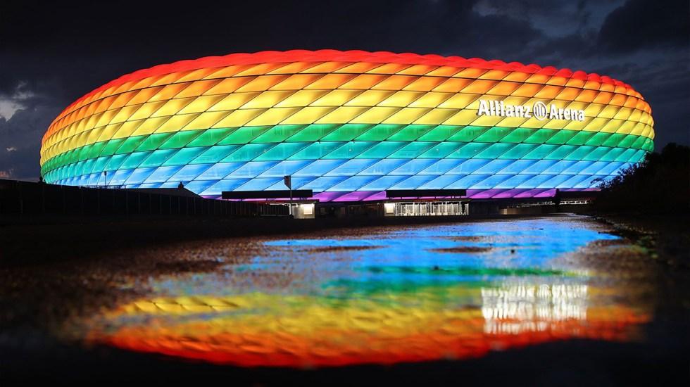 UEFA rechaza iluminación arcoíris del Allianz Arena en el Alemania-Hungría - Estadio Allianz Arena iluminado con colores del arcoíris. Foto de @FCBAllianzArena