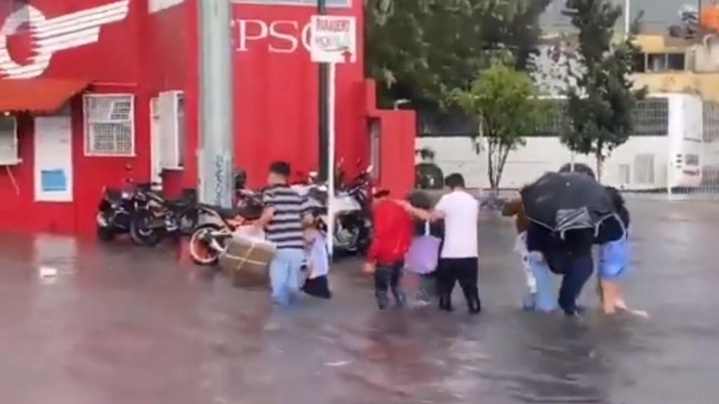Fuertes lluvias inundan Avenida Insurgentes Norte, a la altura de Indios Verdes - Indios Verdes Insurgentes Norte inundación lluvias