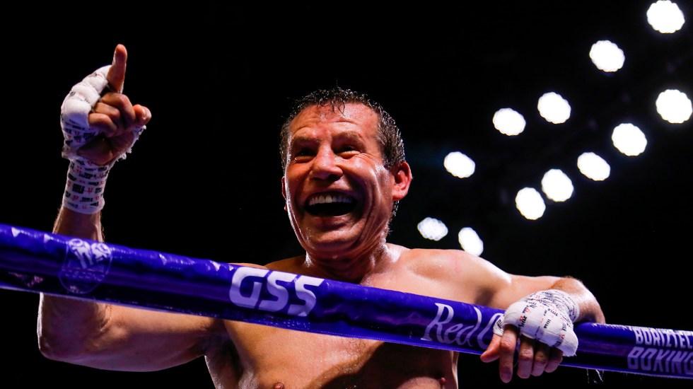 Julio César Chávez castigó al hijo del 'Macho' Camacho en su última pelea - Julio César Chávez tras su última pelea de box. Foto de EFE