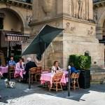 """Francia comienza a recuperar su vida """"normal"""" - Mesas al aire libre de restaurante en Francia. Foto de EFE"""