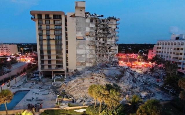 Incendio entre escombros de edificio dificulta labores de rescate en Miami - Incendio entre escombros de edificio dificulta labores de rescate en Miami. Foto de EFE