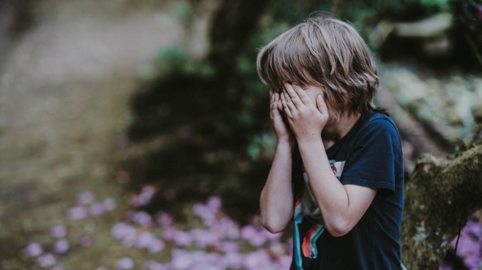 Castigos físicos no son efectivos para corregir comportamientos en niños - niño niños llorando castigo