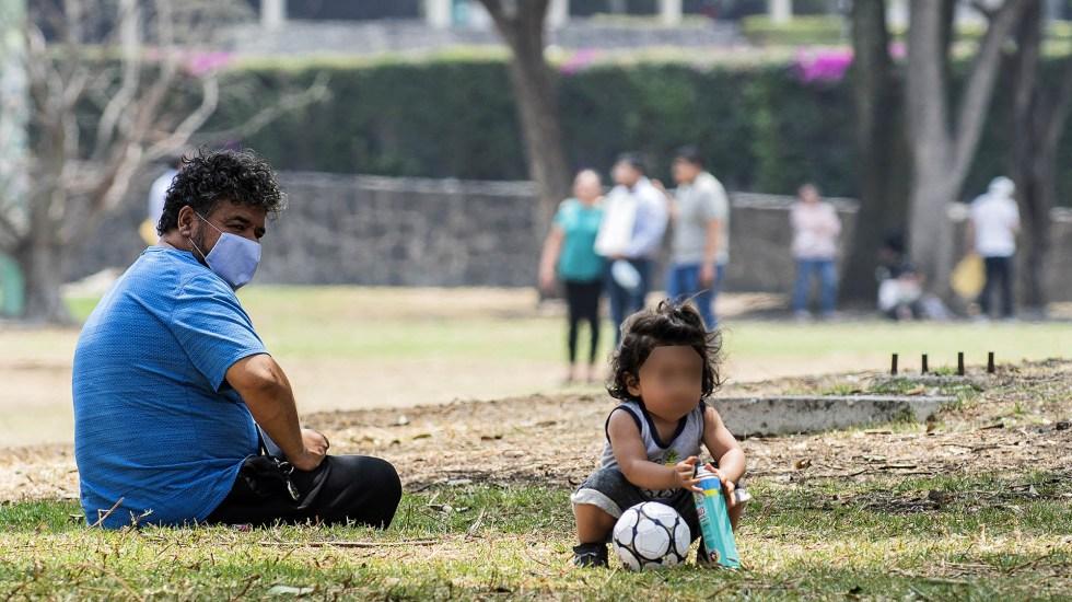Suprema Corte otorgará licencias de paternidad por tres meses - Padre cuidando de su hija. Foto de UNAM