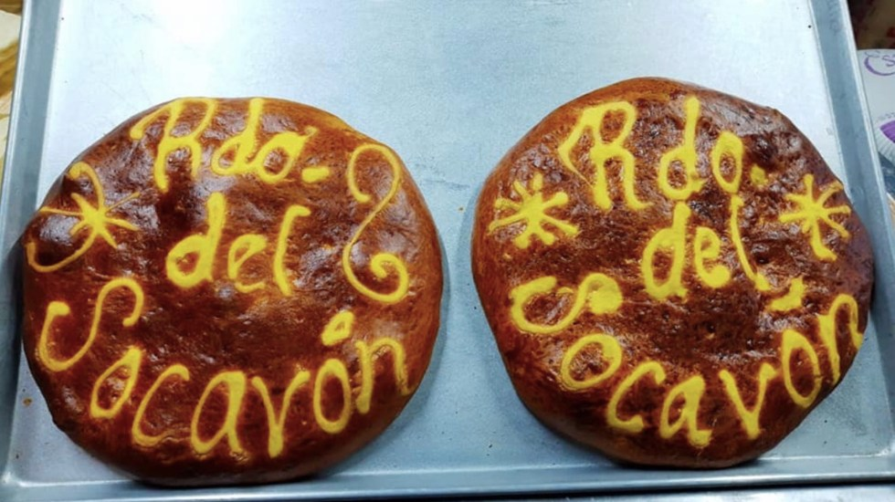 #Video Venden pan alusivo al socavón de Puebla - Crean pan del socavón en Puebla. Foto de Yucatán al Minuto