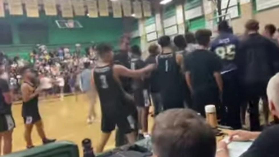#Video Arrojan tortillas en EE.UU. a jugadores latinos de basquetbol - Partido de básquetbol entre secundarias de California, EE.UU. Captura de pantalla