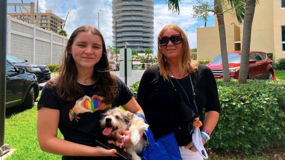 Perros ayudan a mantener la esperanza en derrumbe de Miami - Perros ayudan a mantener la esperanza en derrumbe de Miami. Foto de EFE