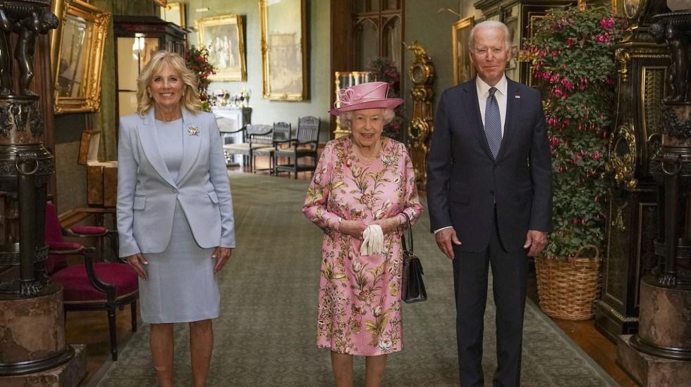 La reina Isabel II recibe a los Biden en el castillo de Windsor - Reina Isabel II con el presidente Biden y su esposa Jill. Foto de @RoyalFamily