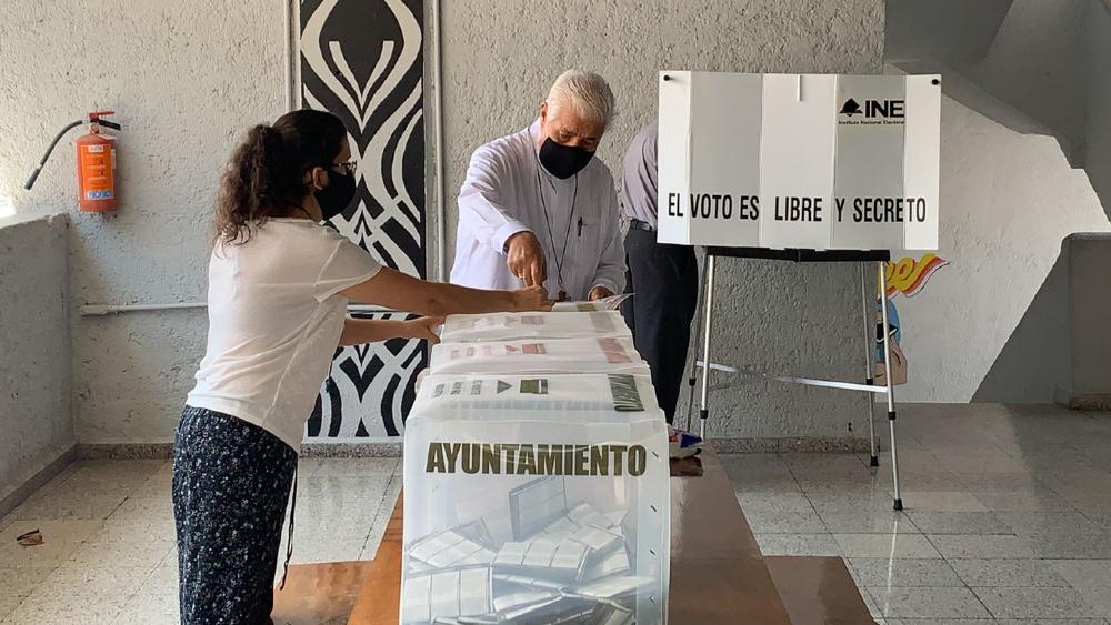 Iglesia hace llamado a candidatos y partidos para reconocer resultados de elecciones - Rogelio Cabrera obispo voto Iglesia elecciones 2021