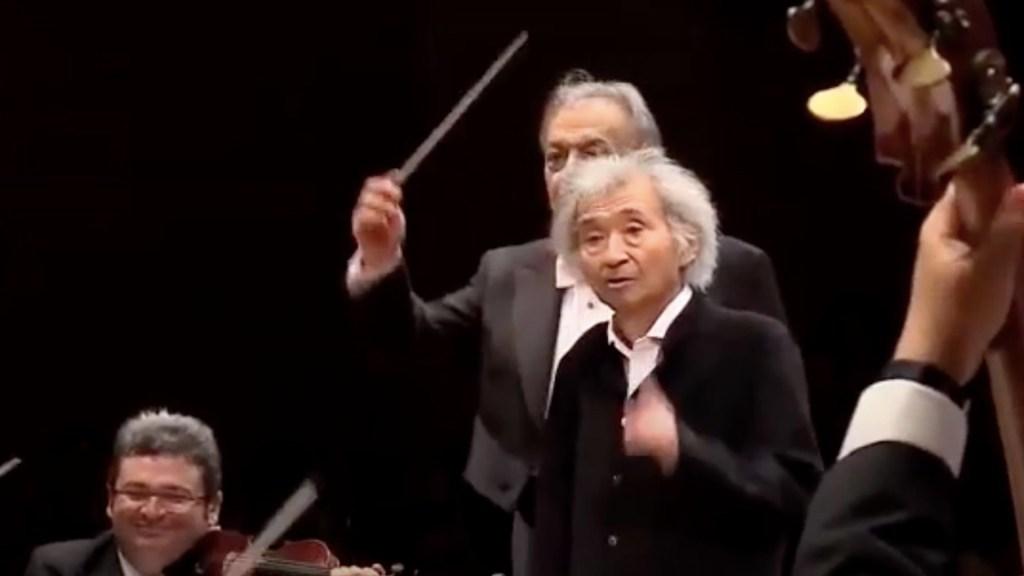 #Video El emotivo homenaje de Zubin Metha a Seiji Ozawa - #Video El emotivo homenaje de Seiji Ozawa a Zubin Metha. Foto tomada de video