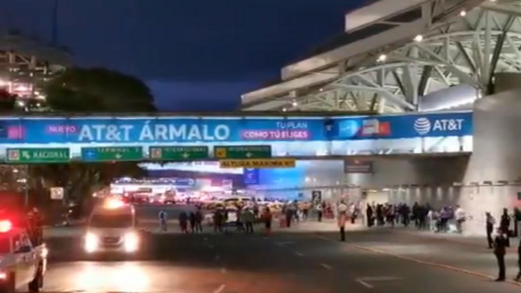 Padres de niños con cáncer mantuvieron bloqueo en Terminal 1 del AICM por más de 12 horas - Terminal 1 AICM
