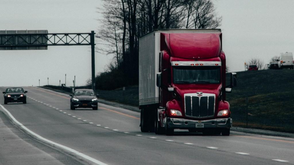 Amplían vigencia de licencias federales a medios de transporte - Tráiler transporte licencias federales