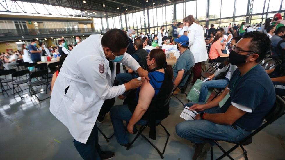 """México cumple un año de """"nueva normalidad"""" con vacunas a mayores de 40 años - México cumple un año de"""