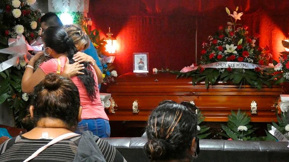 Suman 87 mil 351 homicidios dolosos en lo que va del sexenio - Velorio de víctima de masacre en Reynosa, Tamaulipas. Foto de EFE