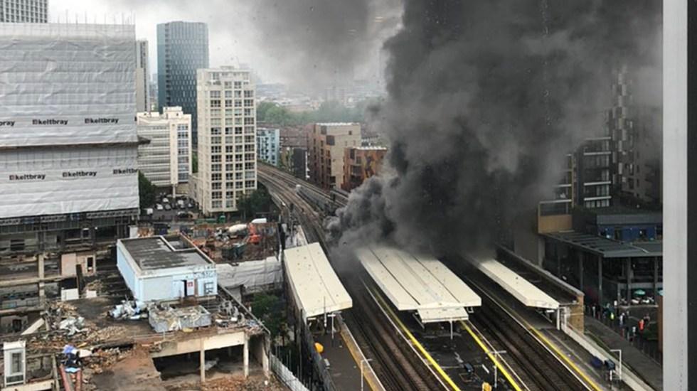 #Video Incendio en estación de tren de Londres calcina autos y negocios - Vista aérea de incendio en estación de tren en Londres. Foto de @LondonFire