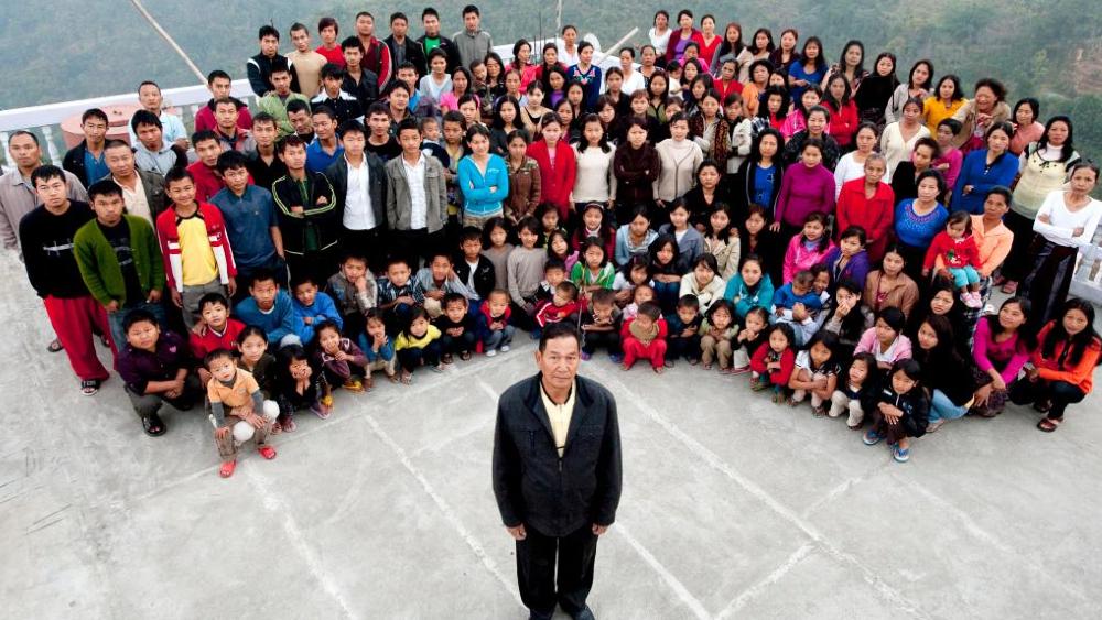 Muere en India el padre de la familia más numerosa del mundo - Ziona Chana India padre