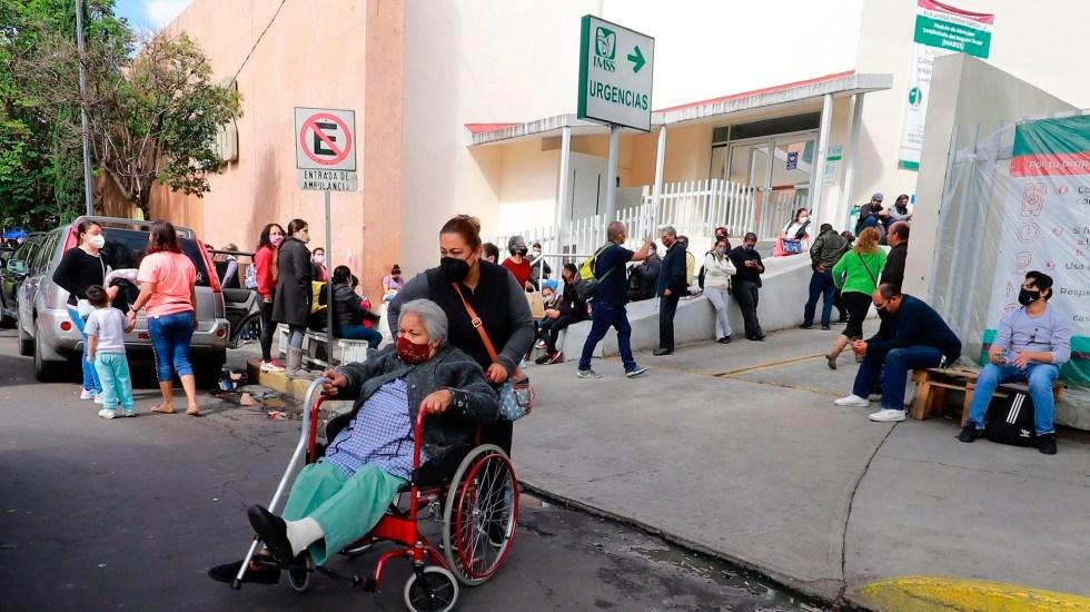 México enfrenta repunte de casos de COVID-19, pero con menos letalidad - Zona de urgencias de hospital del IMSS en CDMX. Foto de EFE