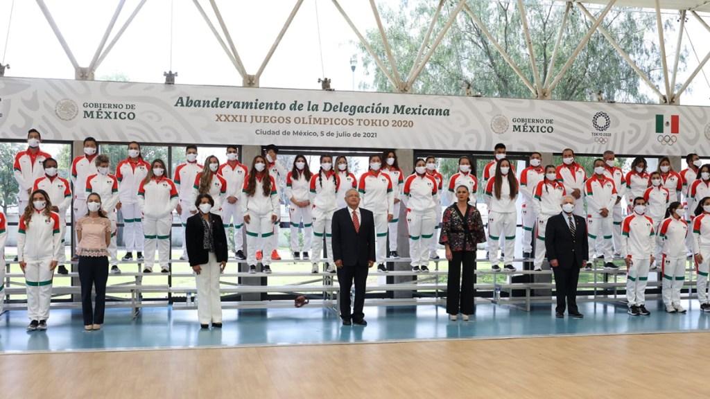 López Obrador promete 'recompensa' a delegación mexicana que irá a Tokio - Abanderamiento de delegación mexicana que irá a Tokio. Foto de @CONADE
