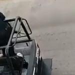 #Video Policías de Tabasco patean a mujer esposada