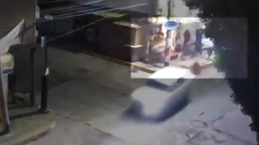 #Video Conductor ebrio atropella en Atizapán a mujer y su bebé - Atropello de mujer y su bebé en Atizapán de Zaragoza. Captura de pantalla