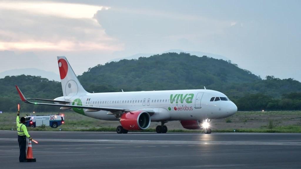 #Video Falsa amenaza de bomba en AICM retrasa vuelo de Viva Aerobús - Avión de Viva Aerobús. Foto de @VivaAerobus