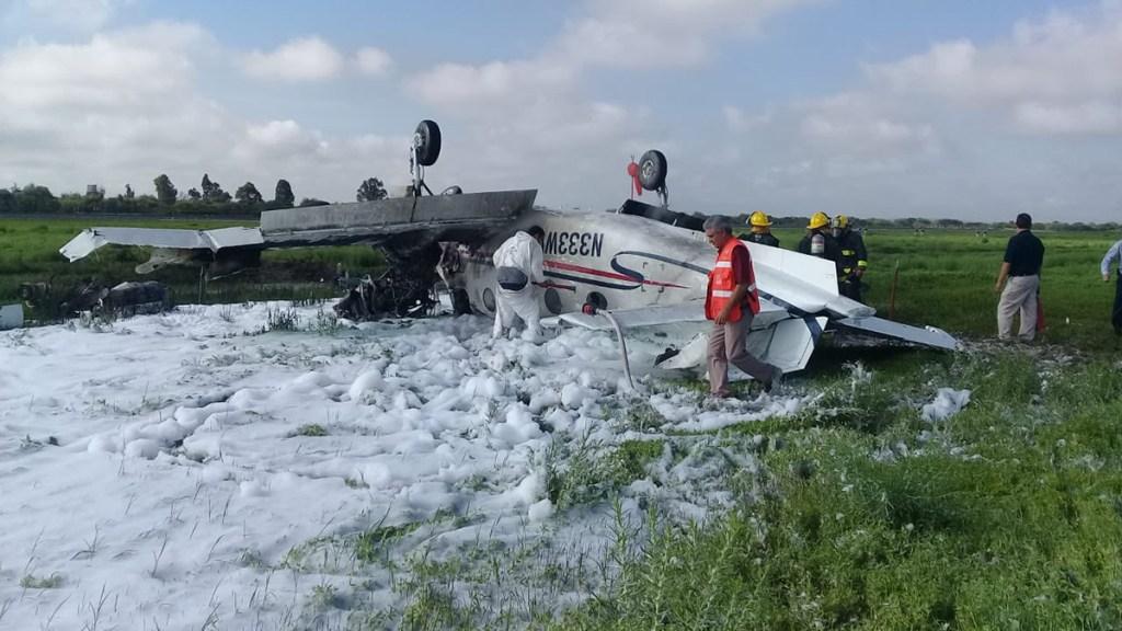 Avión pequeño se desploma en Aeropuerto Internacional de Durango; hay un muerto - Avión pequeño que se desplomó en el Aeropuerto Internacional de Durango. Foto de @pilaraguilarm
