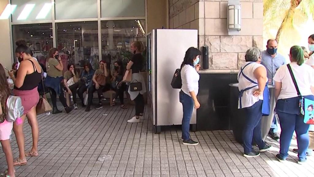 Sujeto usa repelente para osos para robar tienda en Miami - Clientes de tienda en Miami afectados por repelente para osos. Foto de WFLA