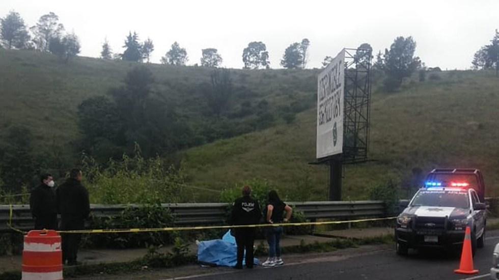 Abandonan cuerpo de mujer sobre Avenida Lomas Verdes en Naucalpan - Cuerpo de mujer abandonado sobre Av. Lomas Verdes, Naucalpan. Foto de Red Edomex