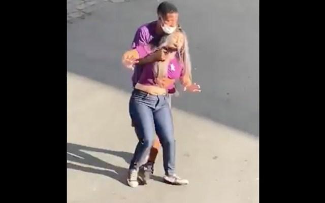 #Video Aplauden a policías que abatieron a delincuente en Brasil - #Video Aplauden a policías que abatieron a delincuente en Brasil. Foto tomada de video