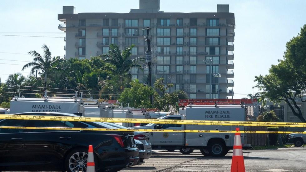 Desalojan edificio de departamentos por colapso parcial de techo en Miami - Desalojan edificio de departamentos por colapso parcial de techo en Miami. Foto de EFE