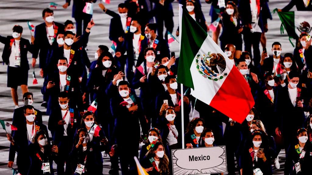 Atletas mexicanos desfilan en ceremonia inaugural de Juegos Olímpicos - Desfile de la delegación mexicana en ceremonia inaugural de Juegos Olímpicos. Foto de EFE/ Juan Ignacio Roncoroni