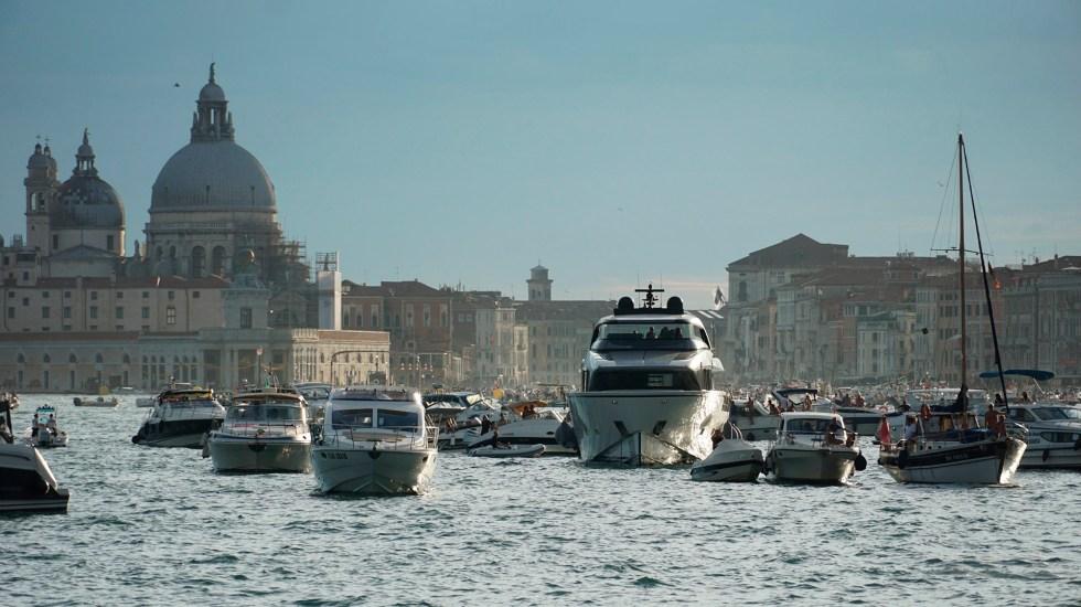 Venecia evita entrar a Lista de patrimonio en riesgo de la Unesco - Embarcaciones en aguas de Venecia, Italia. Foto de EFE