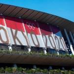 Por encima de la pandemia, unos Juegos bajo férreas medidas sanitarias - Estadio Nacional de Tokio con pancarta de Juegos Olímpicos. Foto de EFE