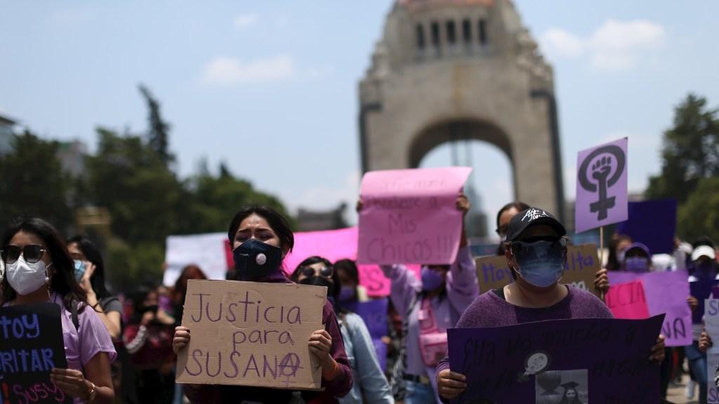 Feministas protestan en Ciudad de México por feminicidio de maestra - Colectivos feministas y familiares de Susana Garrido protestan en Ciudad de México. Foto dde EFE/ Sáshenka Gutiérrez