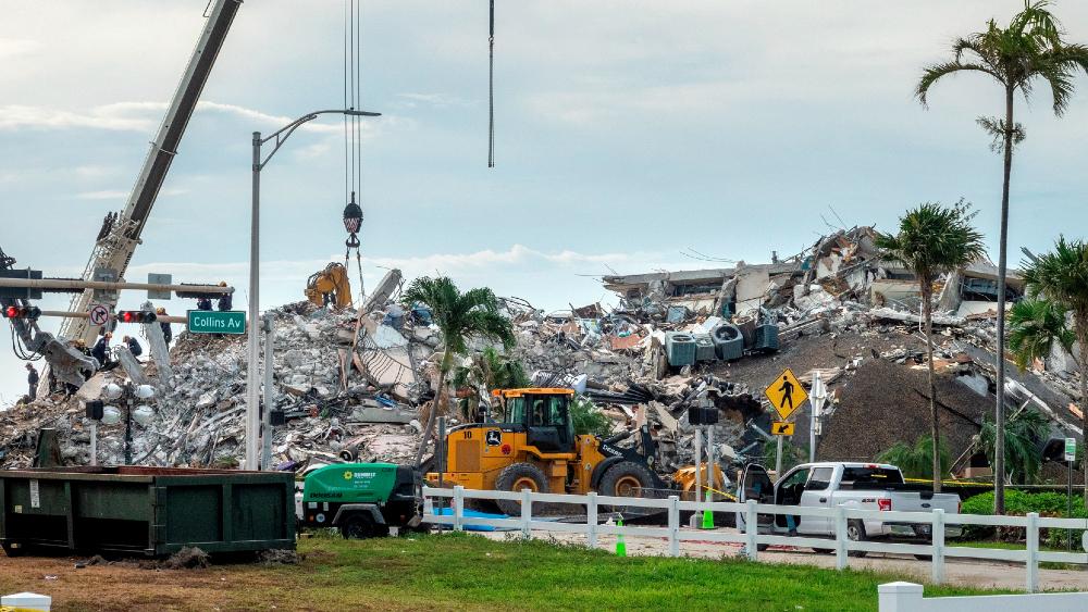 Florida en alerta por Elsa; se complica búsqueda de víctimas por derrumbe - Florida derrumbe edificio Miami