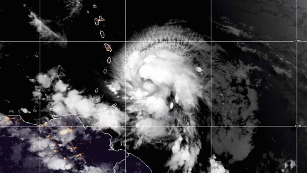 'Elsa' se fortalece a huracán categoría I en el Atlántico - Huracán Elsa. Foto de NOAA / GOES