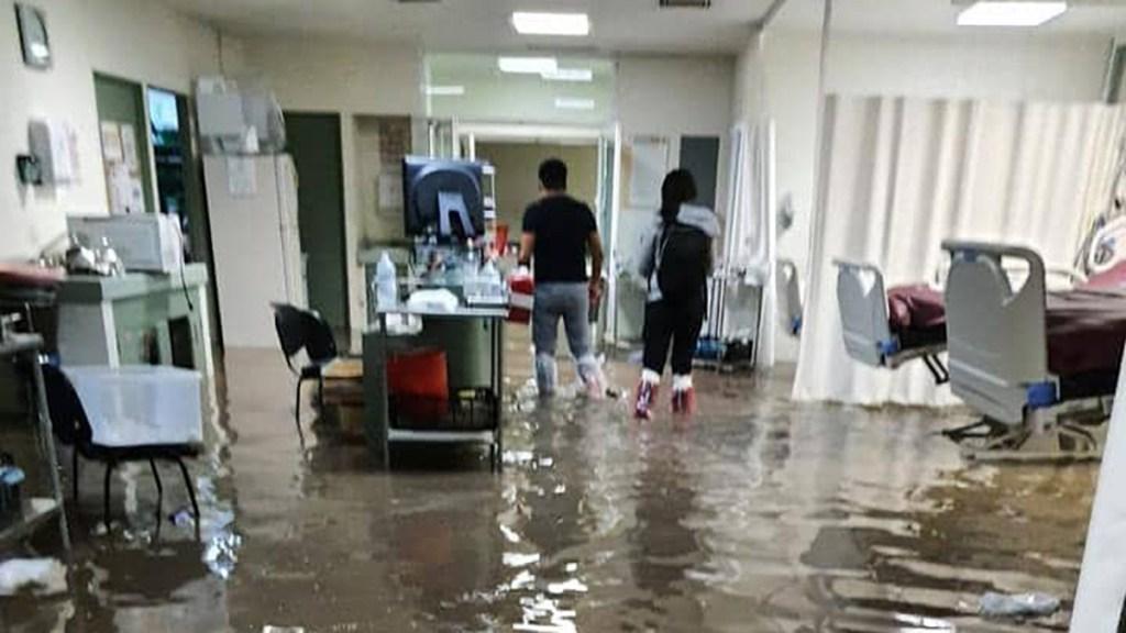 #Video Lluvias inundan Hospital General de Atizapán; pacientes requirieron traslado - Inundación en Hospital General de Atizapán. Foto de Redes Sociales