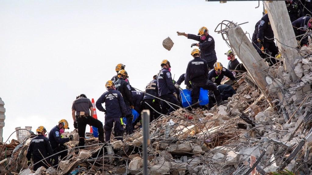 Aumenta a 79 el número de víctimas del derrumbe en Miami - Aumenta a 79 el número de víctimas del derrumbe en Miami. Foto de EFE