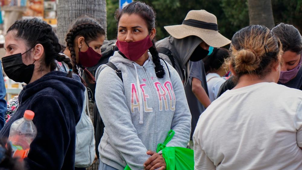 Madre mexicana huye con hijos a EE.UU. tras violento secuestro del narco - Madre mexicana Aguililla Michoacán secuestro
