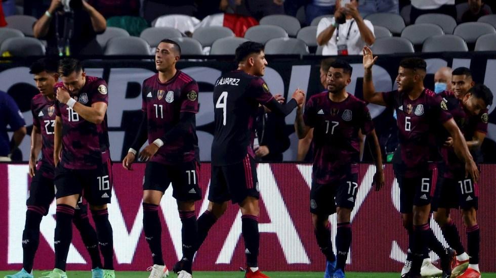 Gusta y golea: México pasa por encima a Honduras y está en Semifinales de Copa Oro - Jugadores de México celebran un gol hoy, en un partido de los cuartos de final de la Copa Oro entre las selecciones de México y Honduras en el estadio State Farm en Glendale, Estados Unidos. Foto de EFE/Carlos Ramírez.