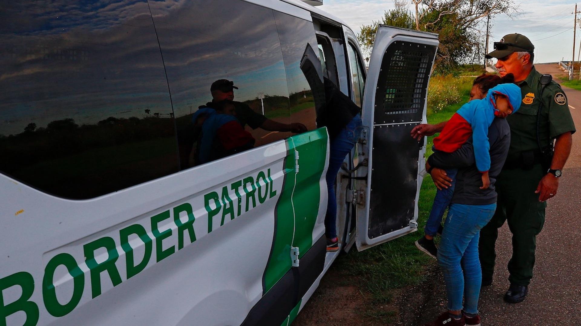 En nueve meses, EE.UU. detuvo a más de un millón de migrantes en la frontera. Foto de EFE
