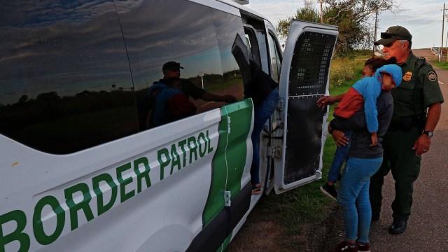 EE.UU. extiende expulsión de migrantes por emergencia sanitaria