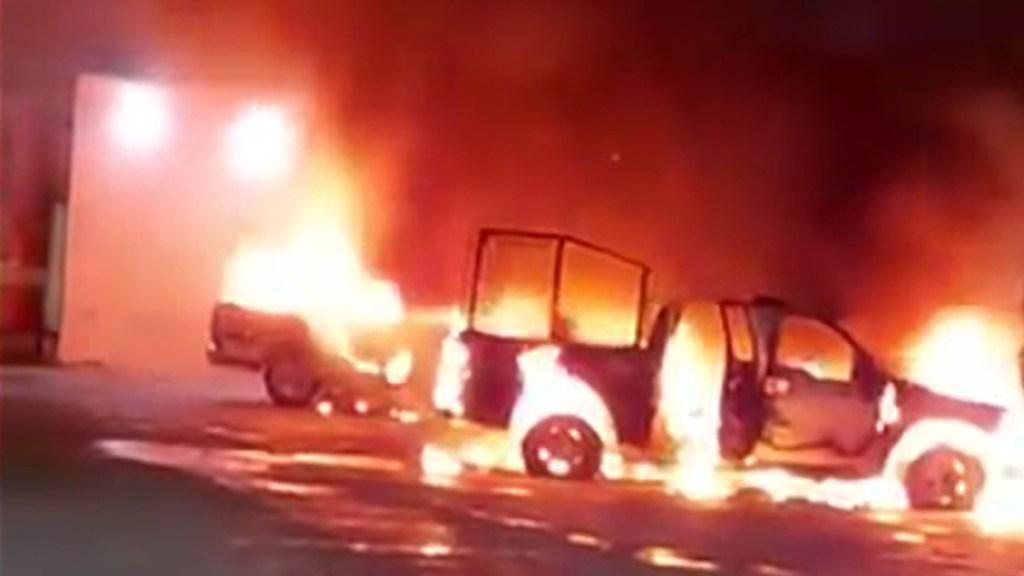 #Video Comando quema patrullas en Frontera Comala, Chiapas - Quema de patrullas en Frontera Comala, Chiapas. Captura de pantalla