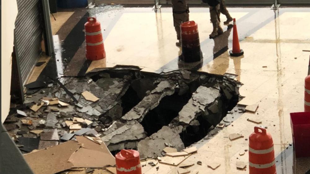 Cae rayo en centro comercial de Naucalpan, en el Edomex - rayo centro comercial Naucalpan
