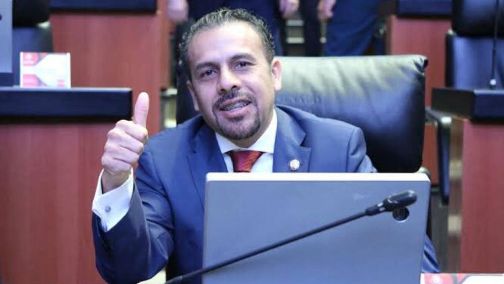 Roban 126 mil pesos a asistente de senador Ricardo Velázquez - Senador Ricardo Velázquez
